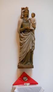 Relique de Saint Louis de Monfort et Marie dans notre chapelle.
